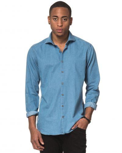 Till herr från Nils, en jeansskjorta.