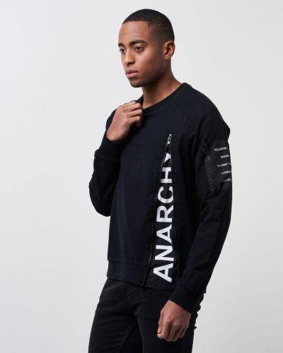 Till killar från Religion, en svart sweatshirts.