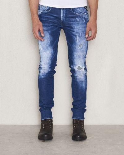 Till herr från Replay, en blandade jeans.