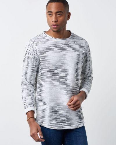 Till killar från Just Junkies, en sweatshirts.