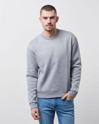 Till killar från Tiger of Sweden Jeans, en sweatshirts.