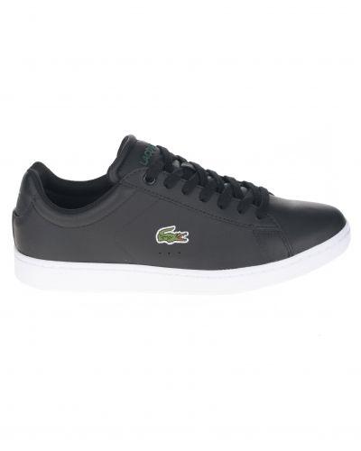 Till herr från Lacoste, en svart sneakers.
