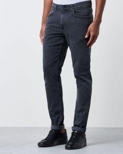 Till herr från Dr.Denim, en grå jeans.