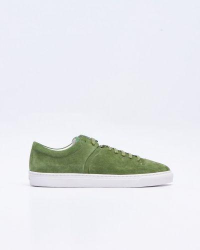Till herr från Jim Rickey, en grön sneakers.