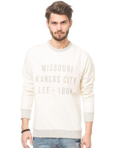 Till killar från Lee, en vit sweatshirts.