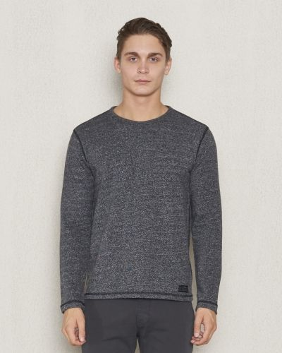 Till killar från Lee, en svart sweatshirts.