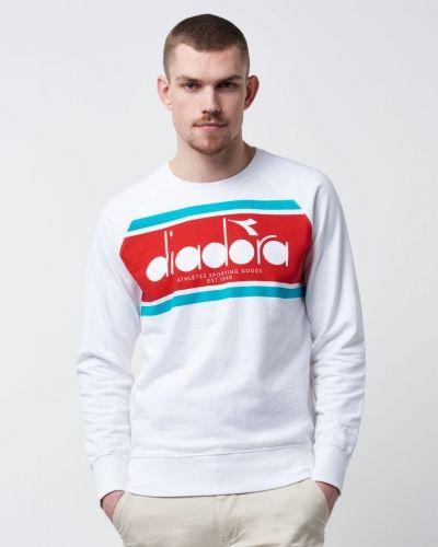 Till killar från Diadora, en vit sweatshirts.
