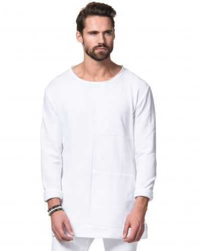 Till killar från Adrian Hammond, en vit sweatshirts.