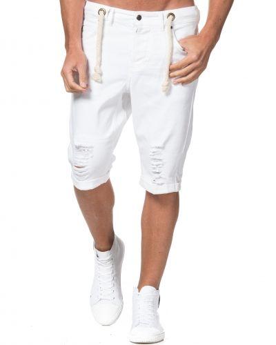 Till herr från Somewear, en vit jeansshorts.