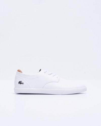 Till herr från Lacoste, en vit sneakers.