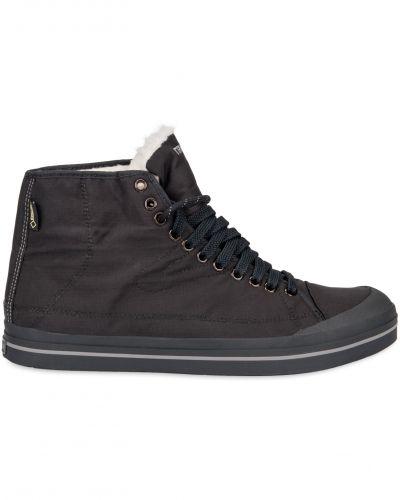 Till herr från Tretorn, en svart höga sneakers.