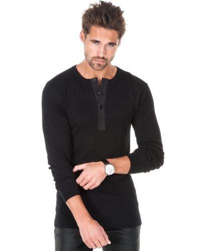 Till herr från Resteröds, en svart långärmad tröja.
