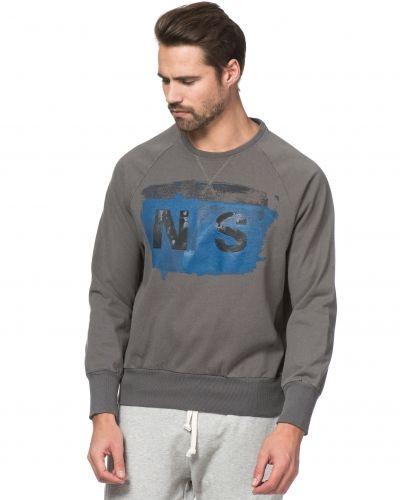 Till killar från North Sails, en svart sweatshirts.