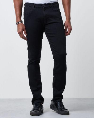 Blandade jeans från Wrangler till herr.