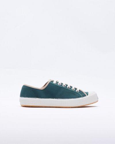 Till herr från Komrads, en sneakers.
