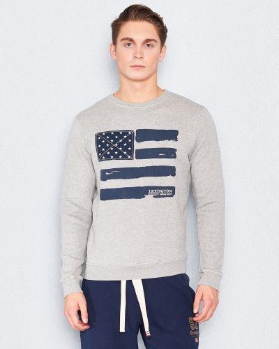 Till killar från Lexington, en sweatshirts.
