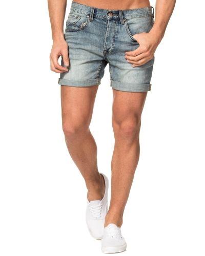 Till killar från Dr.Denim, en grå jeansshorts.