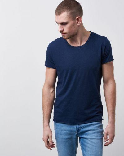 Till herr från Filippa K, en t-shirts.