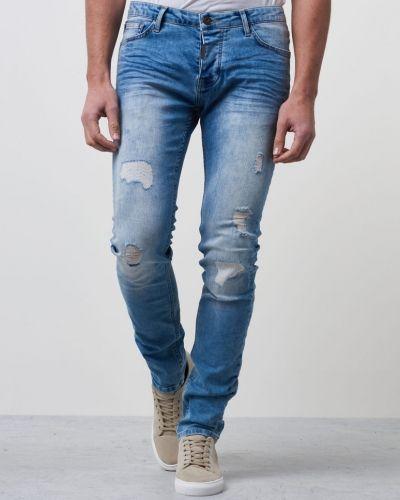 Till herr från Adrian Hammond, en blå jeans.