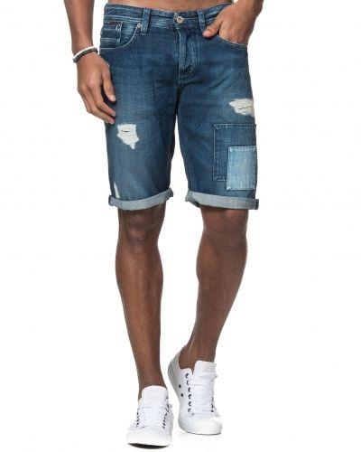 Till killar från Hilfiger Denim, en jeansshorts.