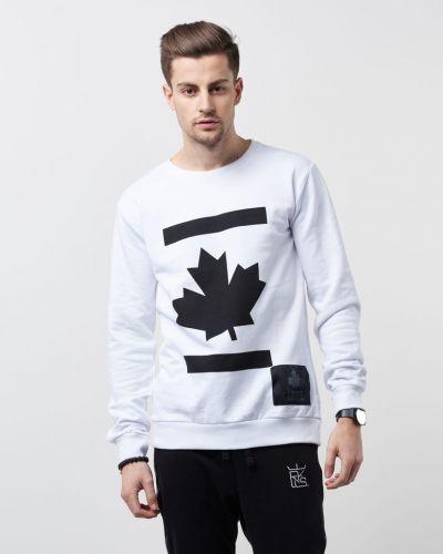 Till killar från Proud Canadian, en sweatshirts.
