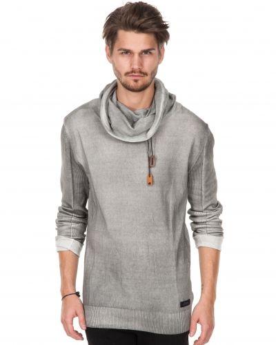 Till killar från Adrian Hammond, en grå sweatshirts.