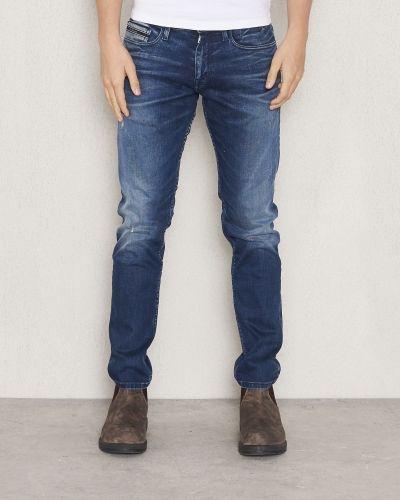 Till herr från Calvin Klein Jeans, en slim fit jeans.