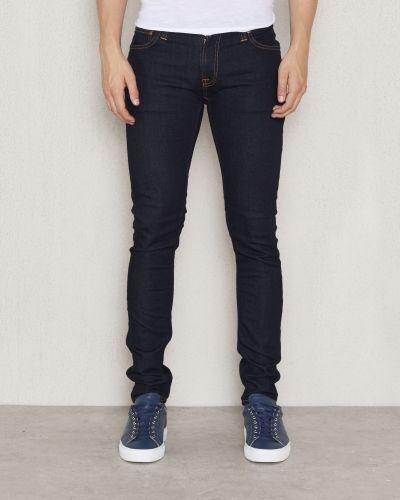Till herr från Nudie Jeans, en slim fit jeans.