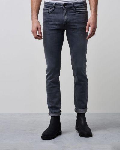 Till herr från Calvin Klein Jeans, en grå straight leg jeans.