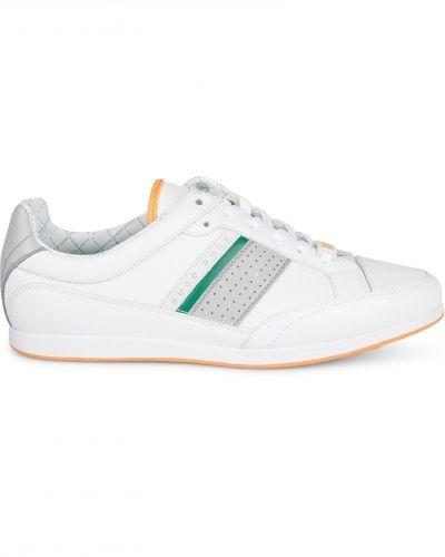 Till herr från Hugo Boss, en vit sneakers.