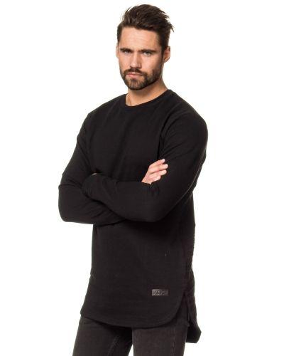 Till killar från Blench, en svart sweatshirts.