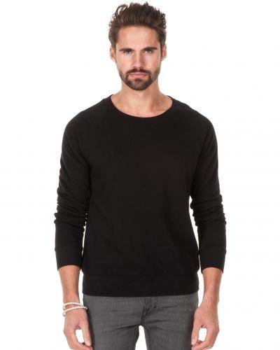Till killar från BLK DNM, en sweatshirts.