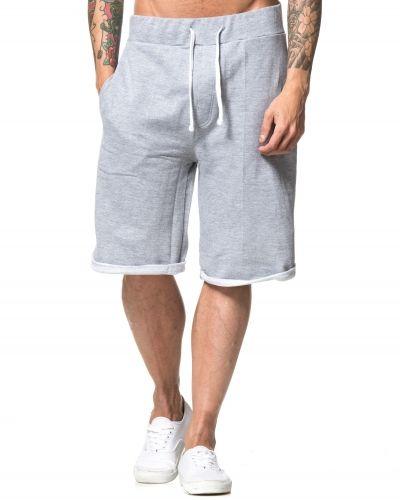 Till herr från Kvarn, en grå shorts.