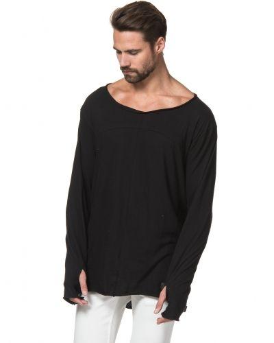 Till herr från Proud Canadian, en svart långärmad tröja.