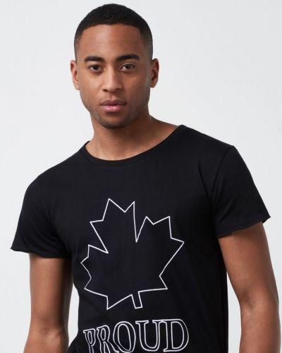 Svart t-shirts från Proud Canadian till herr.