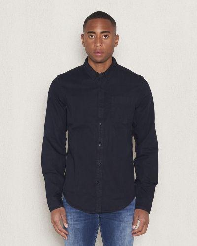 Till herr från Calvin Klein Jeans, en jeansskjorta.