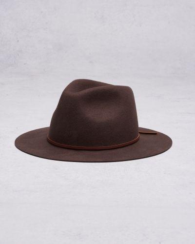 Till herr från Brixton, en brun hatt.
