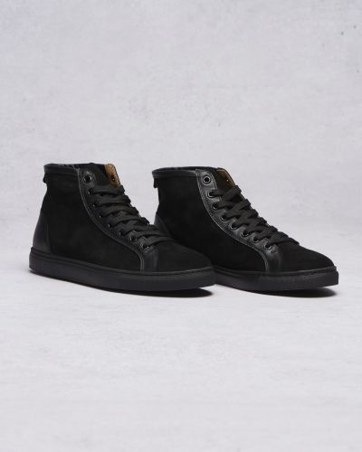 Till herr från Les Deux, en svart höga sneakers.