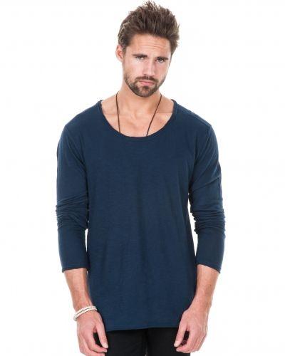 Till herr från William Baxter, en blå långärmad tröja.