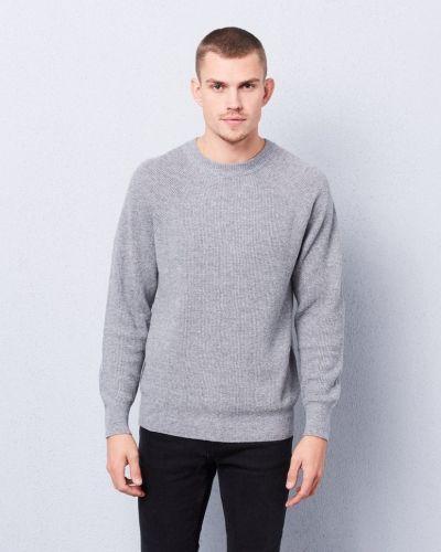 Till herr från Filippa K, en grå stickade tröja.
