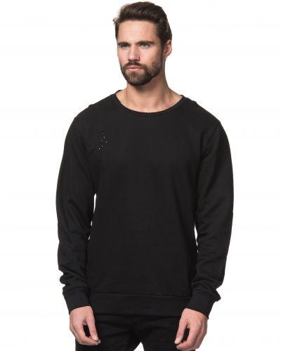 Till killar från Somewear, en svart sweatshirts.