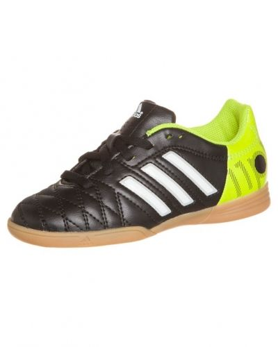 adidas Performance 11 questra in fotbollsskor. Fotbollsskorna håller hög kvalitet.