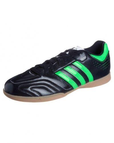 11 questra in fotbollsskor från adidas Performance, Inomhusskor