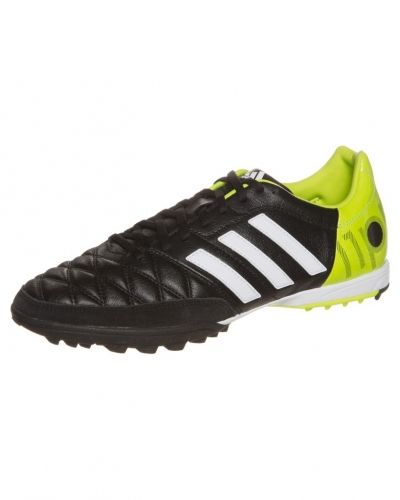 adidas Performance 11nova fotbollsskor. Fotbollsskorna håller hög kvalitet.