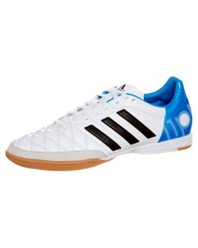 adidas Performance 11nova in fotbollsskor. Fotbollsskorna håller hög kvalitet.