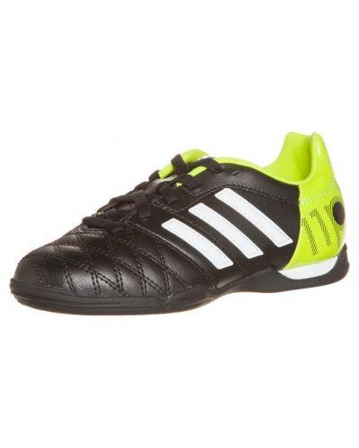 11nova in fotbollsskor från adidas Performance, Inomhusskor
