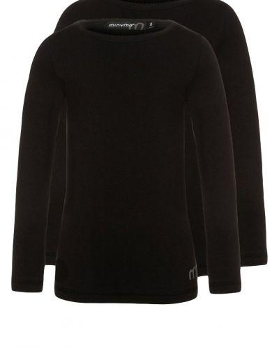 Till tjej från Minymo, en svart långärmad tröja.