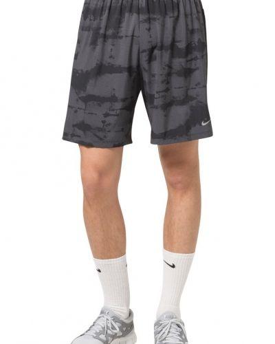 Nike Performance 7 STAMINA 2IN1 Shorts Svart från Nike Performance, Träningsshorts