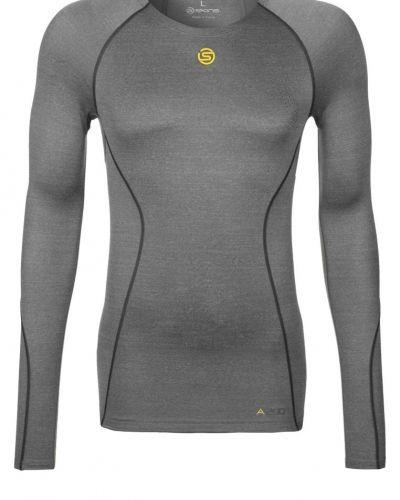 Skins A200 LS Tshirt långärmad Grått från Skins, Långärmade Träningströjor