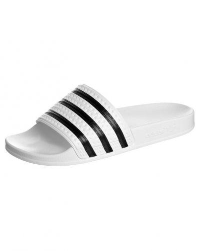 adidas Originals ADILETTE Badskor Vitt från Adidas Originals, Badskor